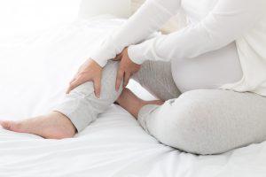 Beschwerden in der Schwangerschaft lindern: Wadenkrämpfe