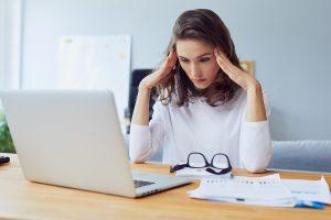 Belastungen und Stress: Konflikte am Arbeitsplatz und mit Nachbarn