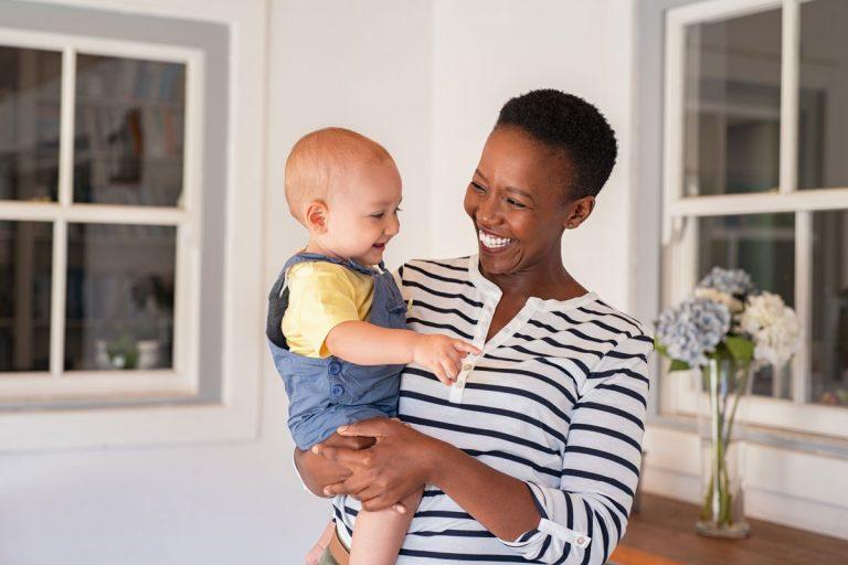 Ungewollt kinderlos: Tipps zum Adoptionsverfahren in Deutschland