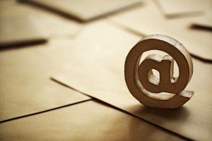 Outlook: E-Mail mit anderem Absender