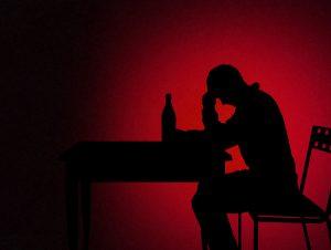 Sucht: Der Verlauf der Alkoholkrankheit bei Abhängigen bis zum Zusammenbruch