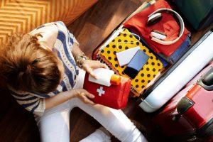 Checkliste: Was gehört in Ihre Reiseapotheke?