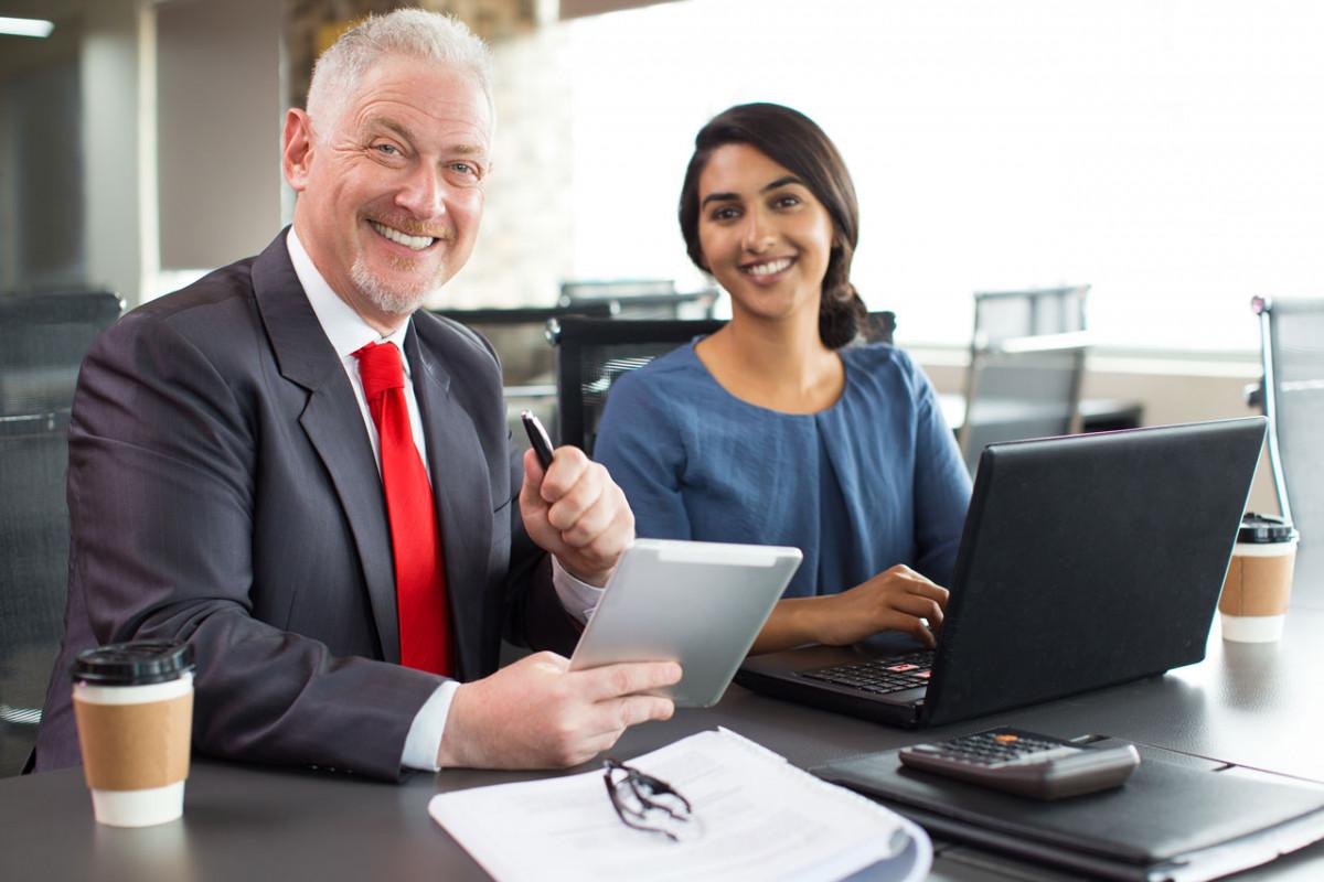 Ältere Arbeitnehmer: Stress für ältere und jüngere Mitarbeiter unterschiedlich