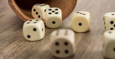 Spiele und Bastelideen für den Urlaub: Würfelspiele