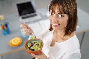 Ernährung bei der Arbeit: So geht's richtig