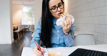 Gesund essen im Büro steigert die Leistungsfähigkeit