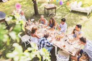 Sommerfest im Garten: Tipps zur Dekoration