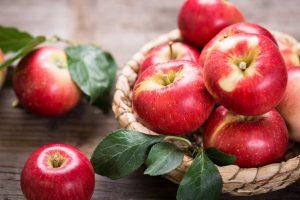Äpfel essen: So kommen Sie fit durch den Herbst