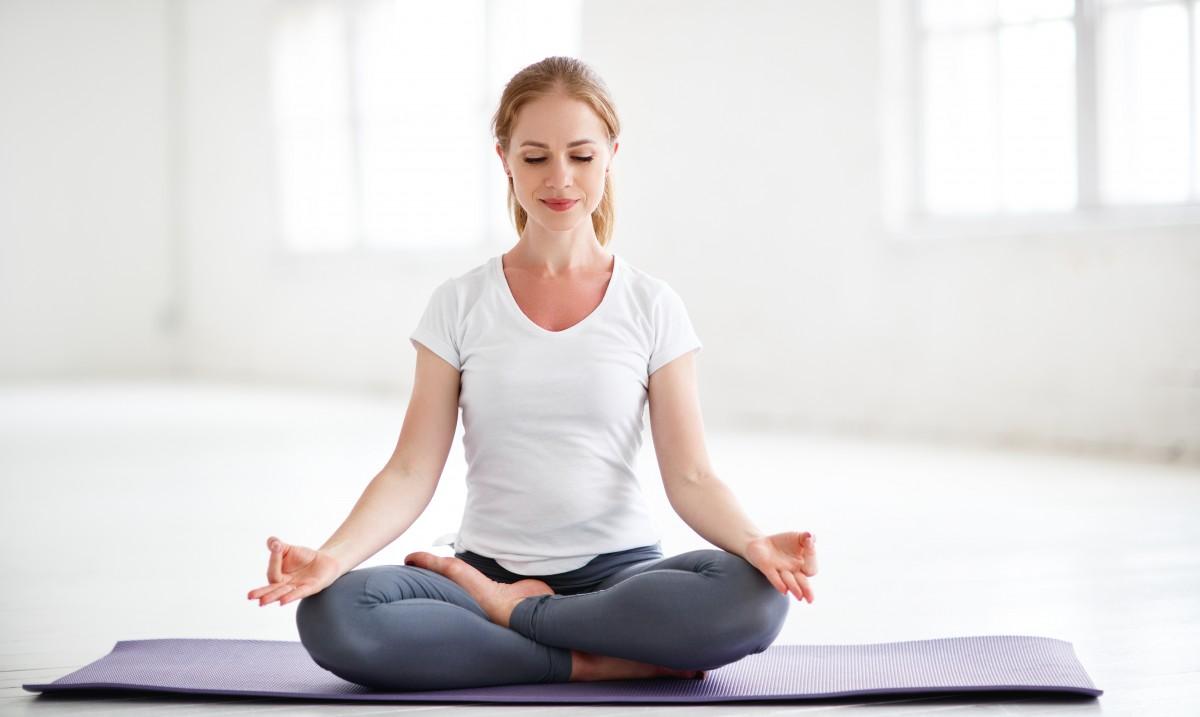 Yoga Übungen gegen Rückenschmerzen: Die Schulter-Brücke