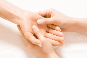 Handmassage do it yourself: 6 Übungen zum Nachmachen