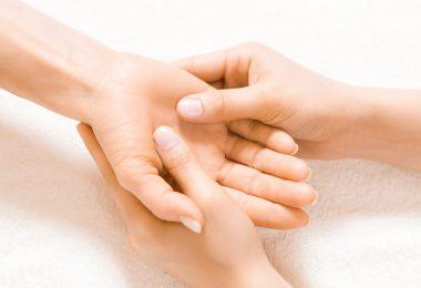 Handmassage do it yourself: 6 Übungen zum Nachmachen