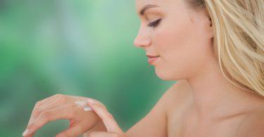 Naturkosmetik selber machen: Junge und gepflegte Hände