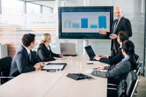 Hintergrundgrafik für alle Folien gemeinsam in PowerPoint einfügen und formatieren
