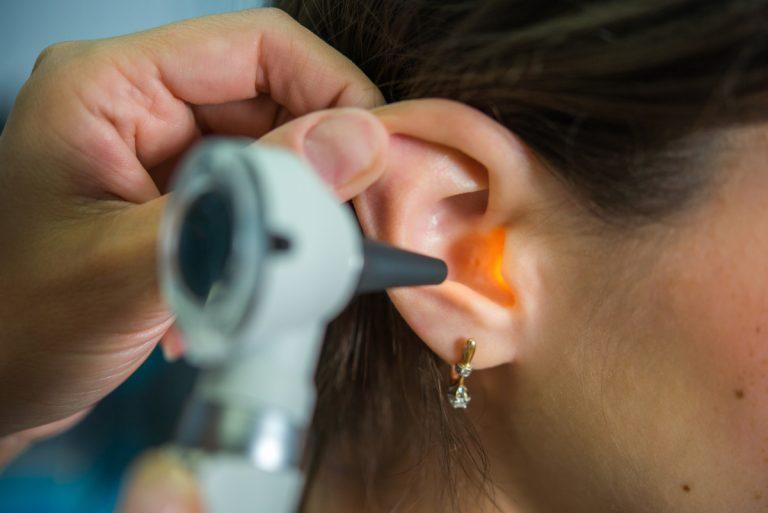 Homöopathie bei Ohrenschmerzen: Otitis media (Mittelohrentzündung)
