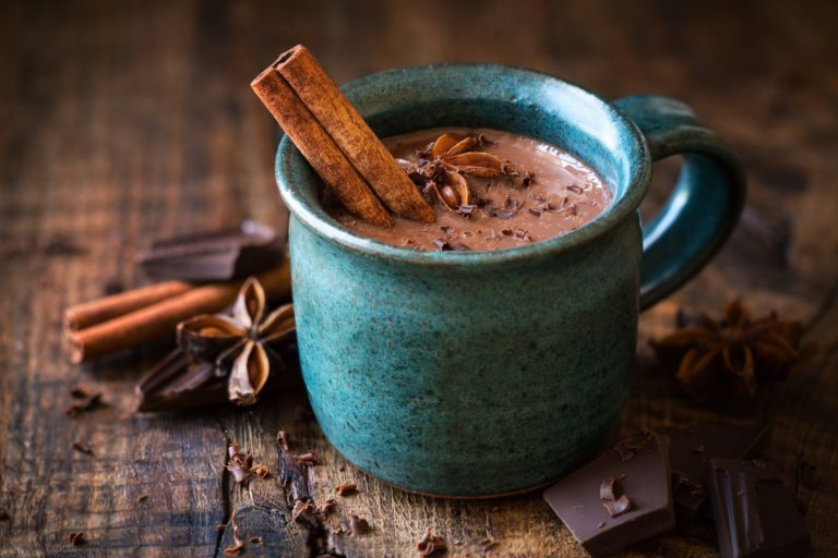 Wärmender, gesunder, heißer Kakao