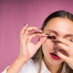 Falsche Wimpern ankleben – So geht's