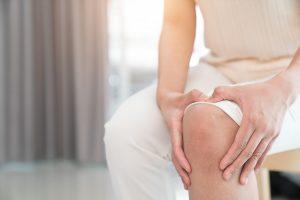 Schmerzen im Knie: Ursachen und Selbsthilfe