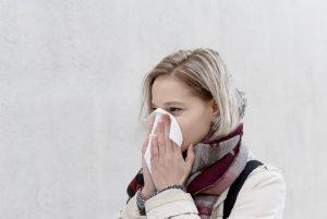 Schnupfen ist ein Begleitsymptom bei Erkältung und Grippe