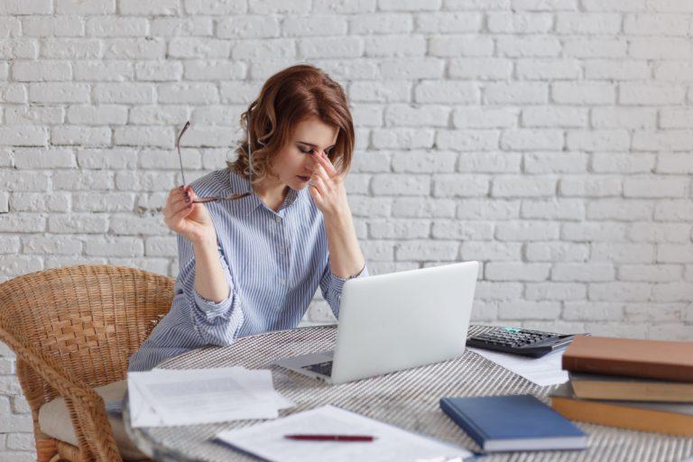 Müde Augen: Fünf Übungen gegen Überlastung am Monitor