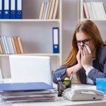 """Gehen Sie als """"Virenschleuder"""" mit Erkältung ins Büro?"""