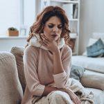 Erkältungszeit: Halsschmerzen – So helfen Homöopathie und Hausmittel