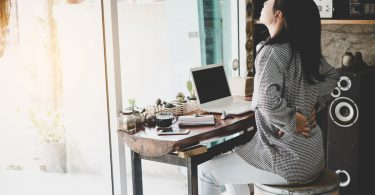 Gesunder Rücken: Bleiben Sie aufrecht bei der Hausarbeit