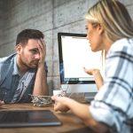 Büro Knigge: So vermeiden Sie Stress mit Kollegen