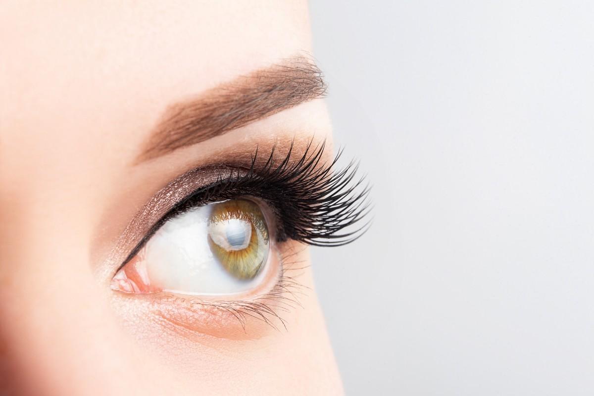 Schminktipps für strahlende Augen: Das richtige Make-up