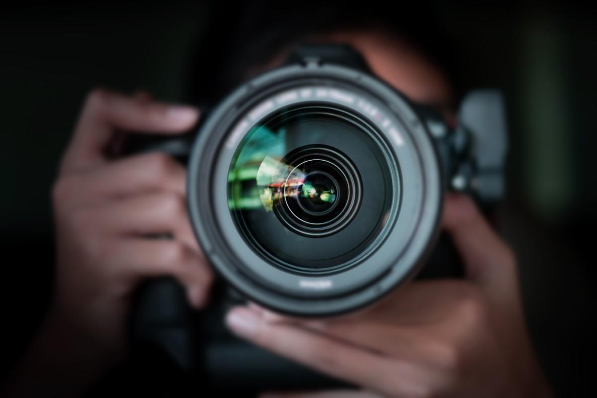 Der Fotograf im Foto: Selbstbildnisse dank Spiegelbildern und Schatten