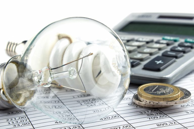 Stromanbieter wechseln und Geld sparen