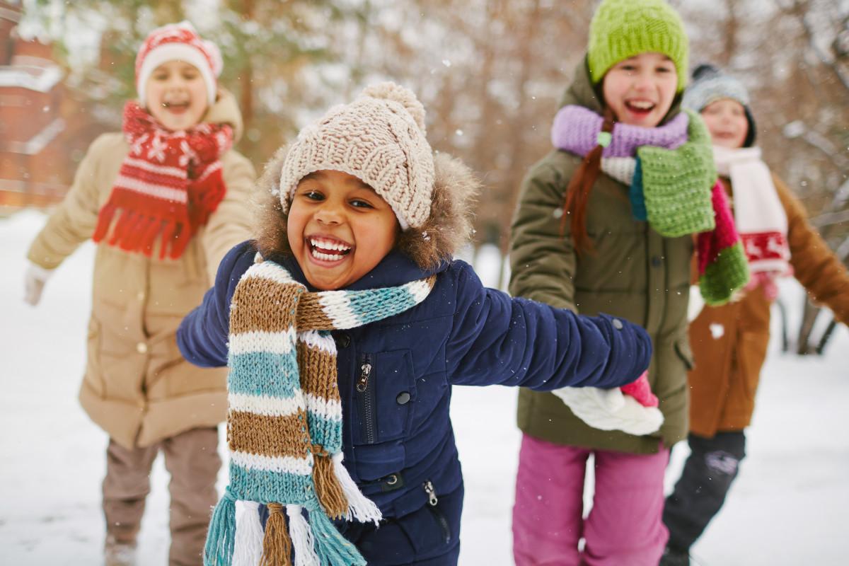 Wie Sie eine Schnitzeljagd im Winter organisieren