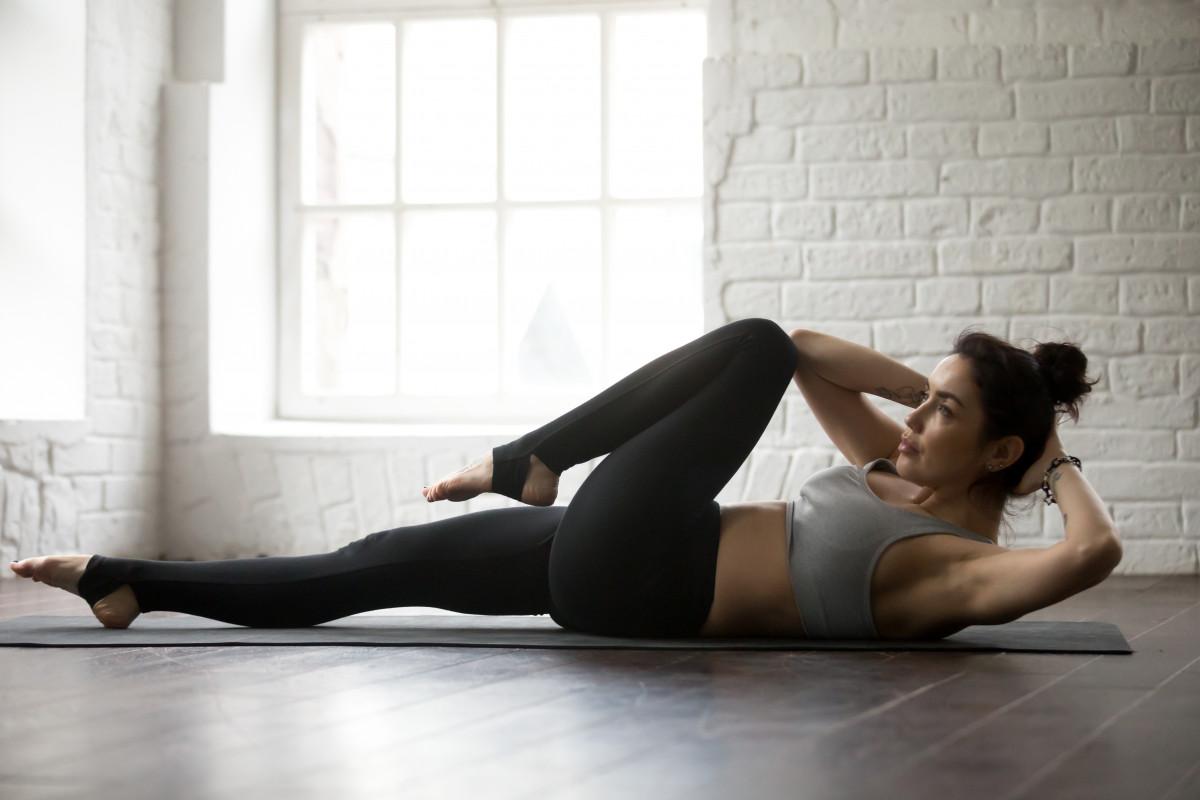 Fitnessübungen für Bauch und Rücken