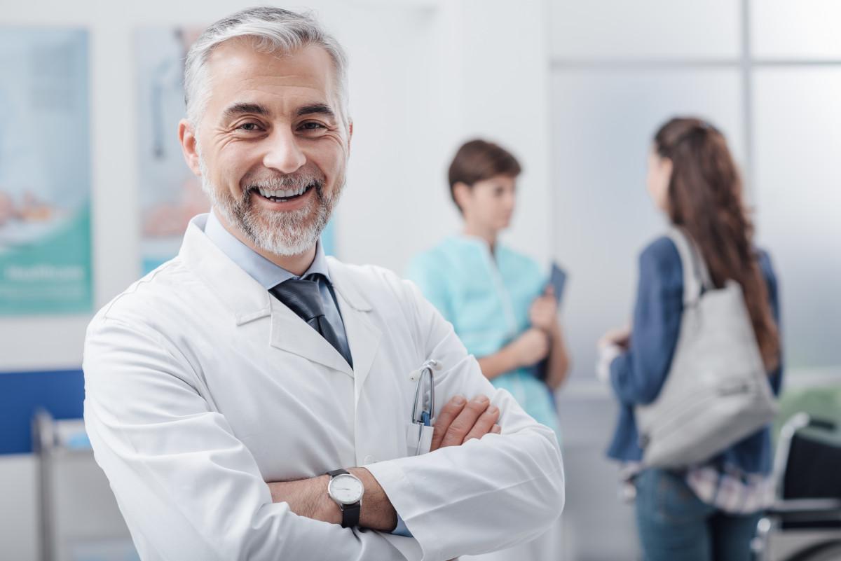 Doktortitel: So sprechen Sie einen Doktor korrekt an!