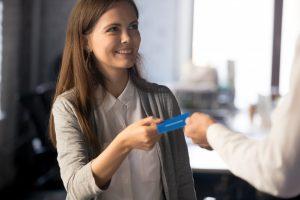 Sind Visitenkarten noch zeitgemäß im Zeitalter elektronischer Kommunikation?