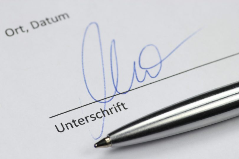 Unterschrift Unter Den Bewerbungsunterlagen