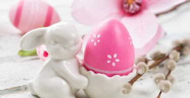 Hahn-Eierbecher für Ostern basteln