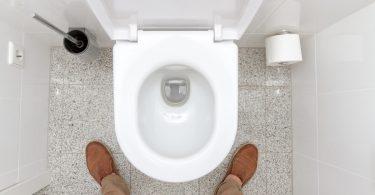Müssen Männer im Sitzen pinkeln?
