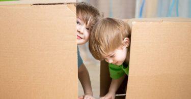 Kinderspiele für drinnen - einfache Ideen mit Alltagsdingen