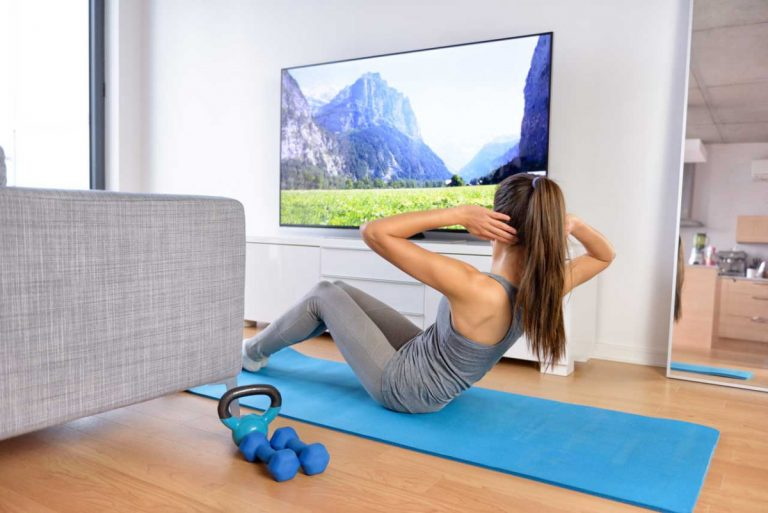 Fitnesstraining vor dem Fernseher – so geht's