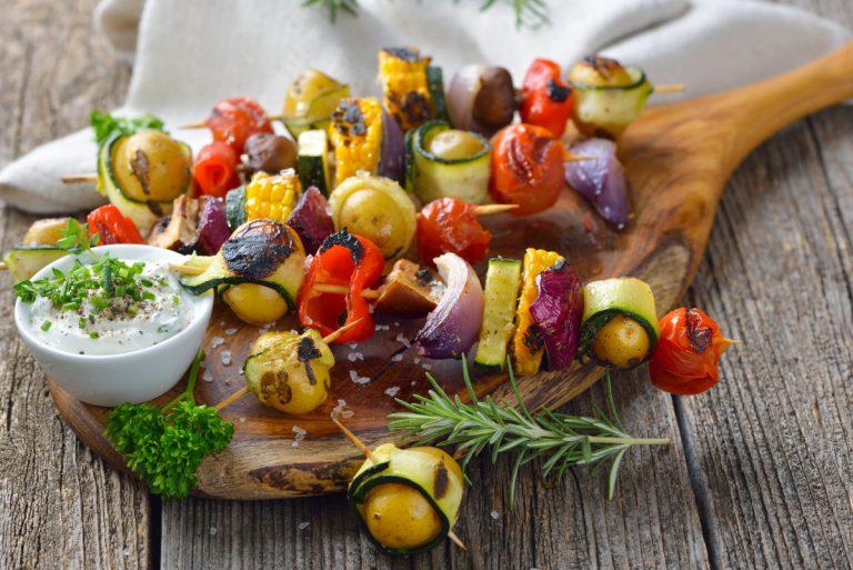Wie lassen sich Gemüsespieße grillen?