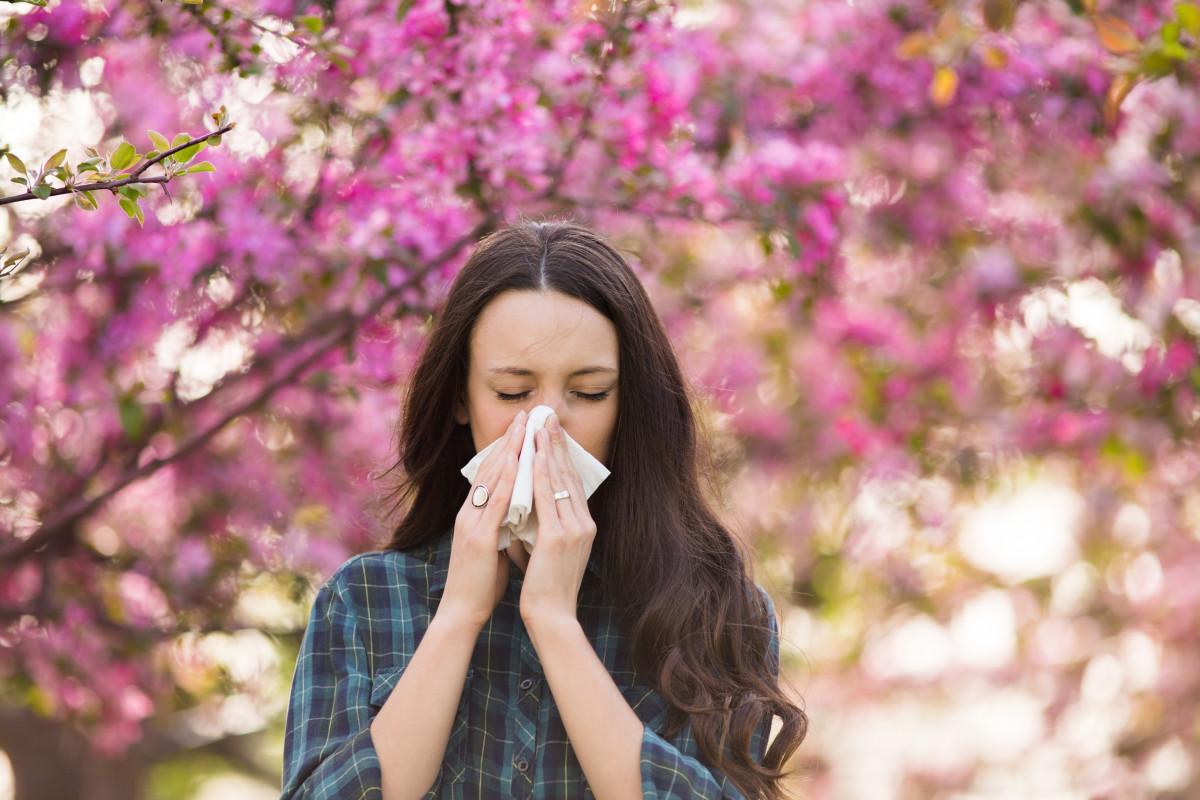 Kreuzallergien – Ursachen und Symptome der pollenassoziierten Nahrungsmittel-Allergie