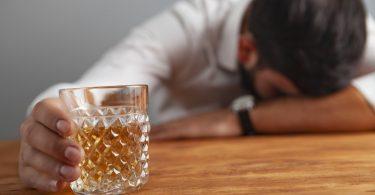 Zu viel Alkohol schadet dem Herzen