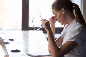 Belastungen im Büro – vielleicht liegt es gar nicht an Ihnen?