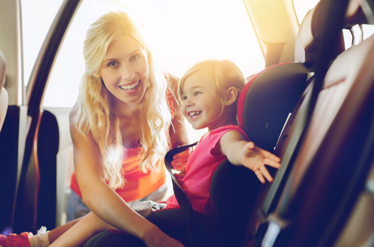 Mit Kindern im Auto verreisen