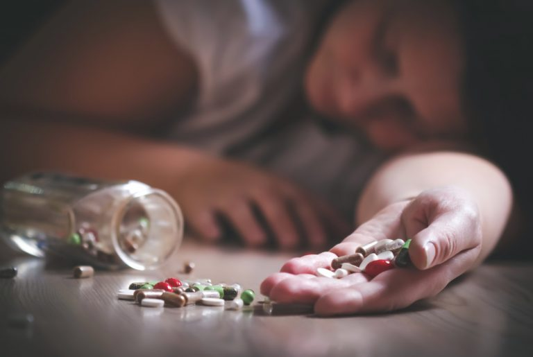 Wie erkennen Sie Tablettensucht bei Kollegen?