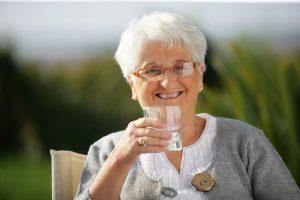 Was tun bei nachlassendem Durstgefühl im Alter?