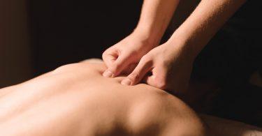 Rücken richtig massieren: Die Vibrations-Technik