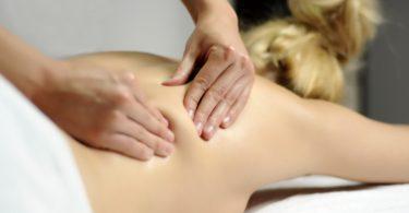 Rücken richtig massieren: Die Petrissage-Technik