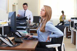 Aktives Sitzen gegen Rückenschmerzen