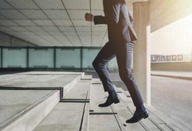So bringen Sie Bewegung in Ihren Alltag im Büro